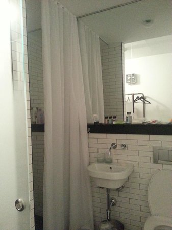 Pod 39 Hotel: Bathroom