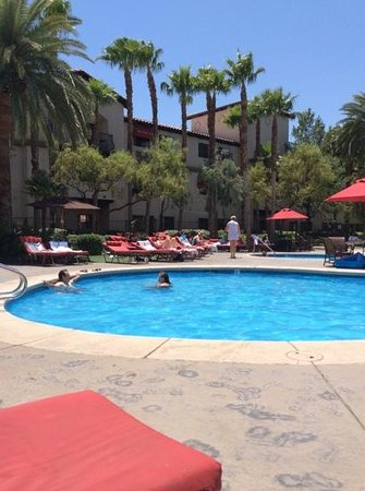 Tuscany Suites & Casino: Pool area