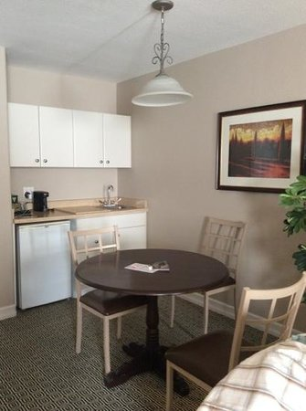 Tuscany Suites & Casino: The kitchen area