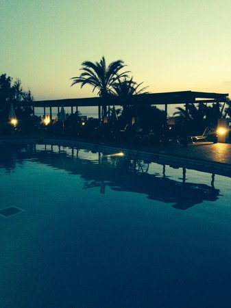 Insotel Tarida Beach Sensatori Resort: Pool at night