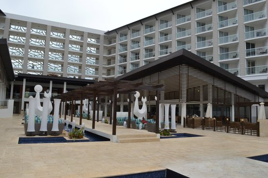 Royalton White Sands Resort: Centre of the hotel