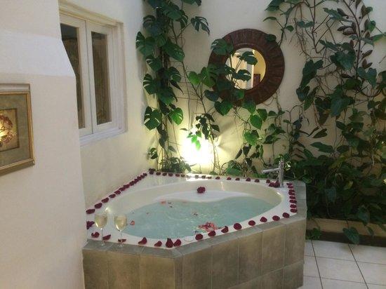 Casa Santa Rosa Hotel Boutique: Fucsia 6 Jacuzzi