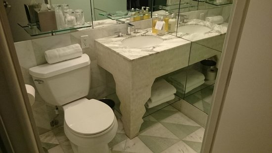 Avalon Hotel Beverly Hills: wc