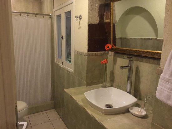 Casa Santa Rosa Hotel Boutique: Bathroom fucsia 6