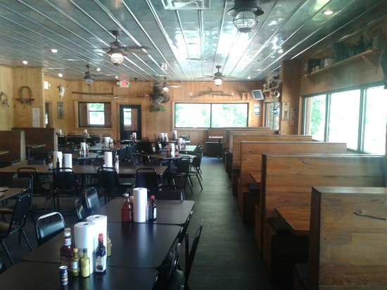Benton Lee's Steak House: Dining room on a Wednesday about 2 PM