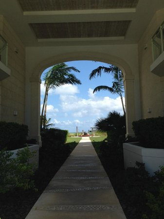 West Bay Club: Pathway to Beach
