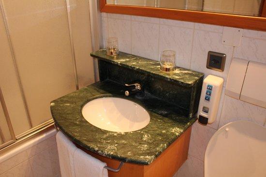 Best Western Hotel Strasbourg: Bathroom