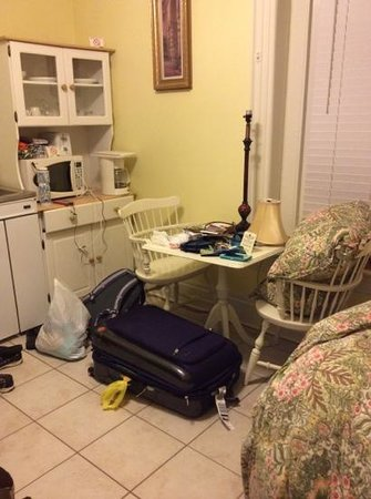 Chipman Hill Suites: honeymoon not so suite - no place to even put luggage