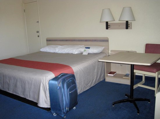 Motel 6 Coos Bay: Room with queen bed