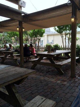 Timoti's Seafood Shack: Picnic Table Seating