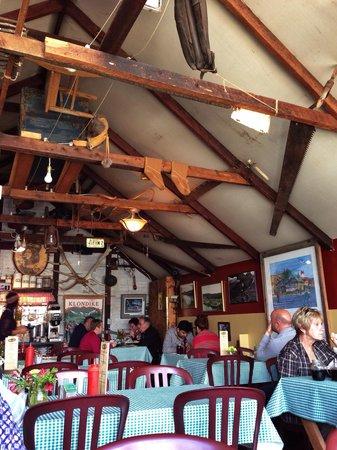 Klondike Rib and Salmon BBQ: Great decor