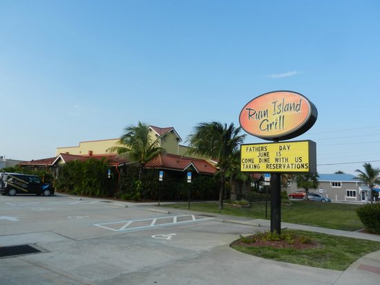 Rum Island Grill: Front Entrance