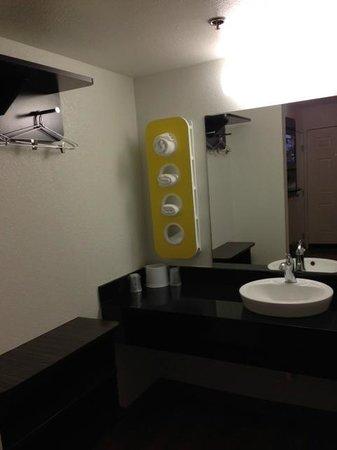 Motel 6 Sunnyvale North : sink