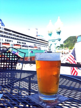 Fish Pirates Saloon: Beer and a view!