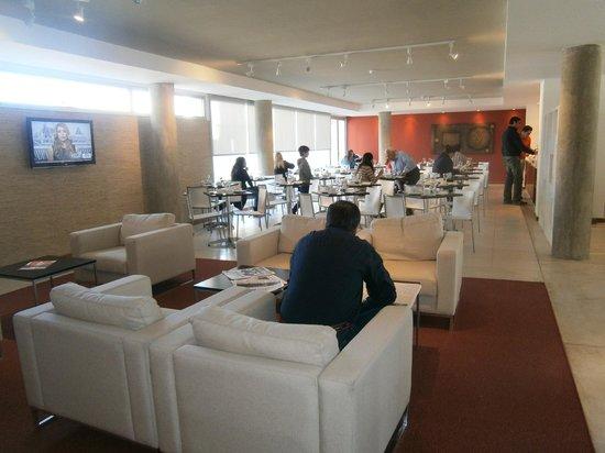 Real Colonia Hotel & Suites : Lobby bar y desayunador