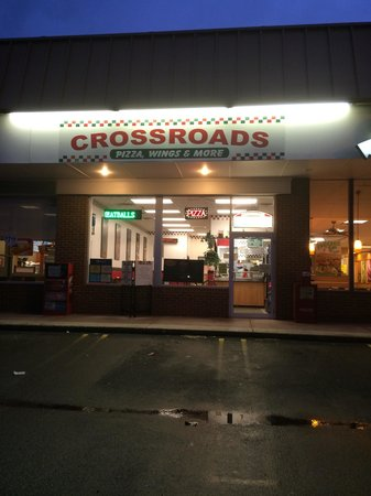 Crossroads Pizza Wings & More