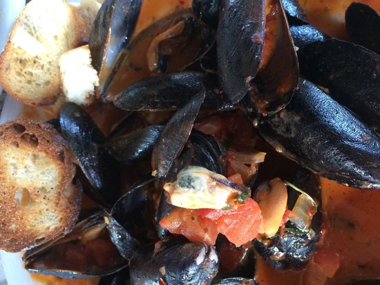 McLoone's Pier House: $6 mussels at happy hour!