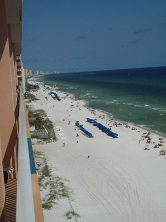 Splash Resort Condominiums: View down the beach from balcony