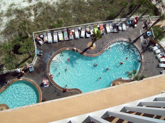 Splash Resort Condominiums Panama City Beach: Pool area looking down from balcony