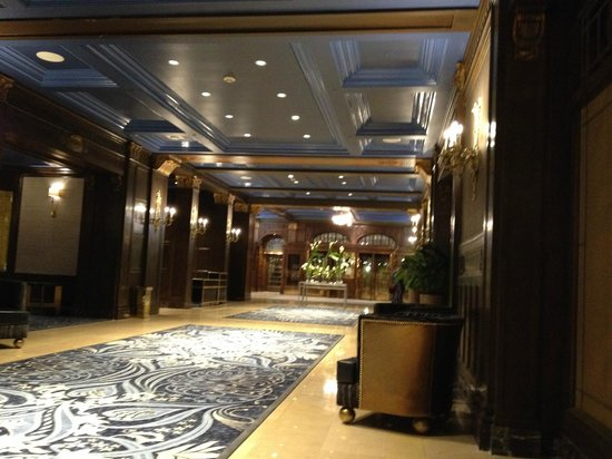 Fairmont Le Chateau Frontenac : Hall acess to restaurant