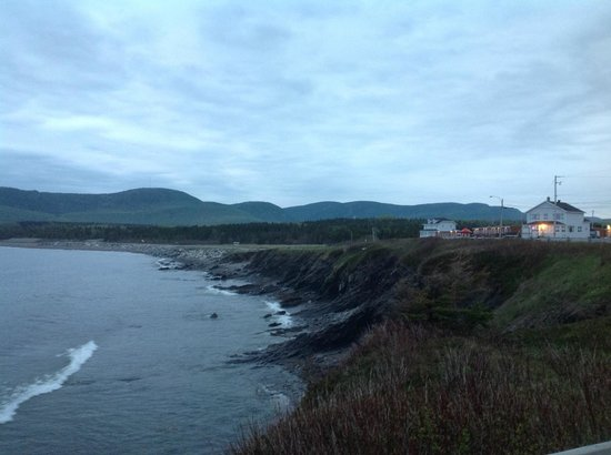 Motel du Haut Phare : The motel and the coast it lies upon