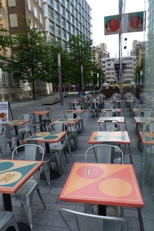 Leon - Bankside : Leon - outdoor seating
