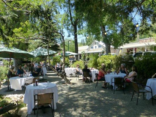 Murphys Hotel : Nice outdoor seating