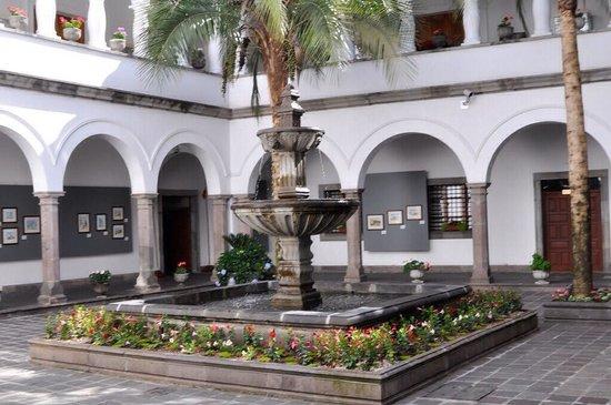Palais du Gouvernement de l'Équateur : Fuente