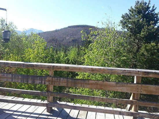 Woodspur Lodge: The view from the spacious deck!