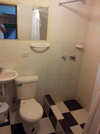 La Casa Cuencana: Baño privado del dormitorio