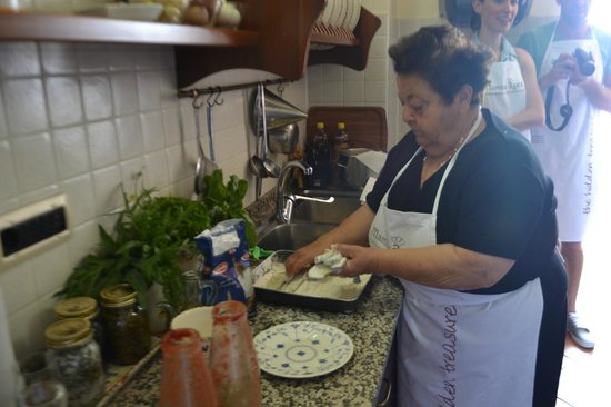Mamma Agata - Cooking Class : Mama at work