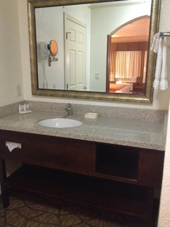 Best Western San Dimas Hotel & Suites : vanity