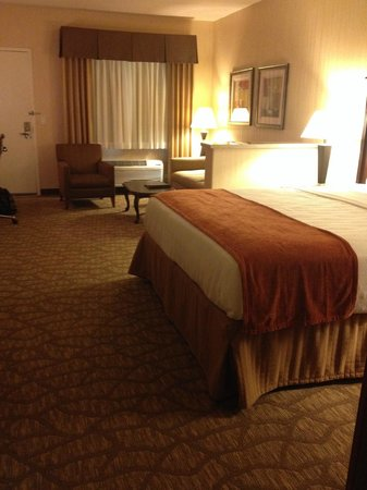 Best Western San Dimas Hotel & Suites: spacious room