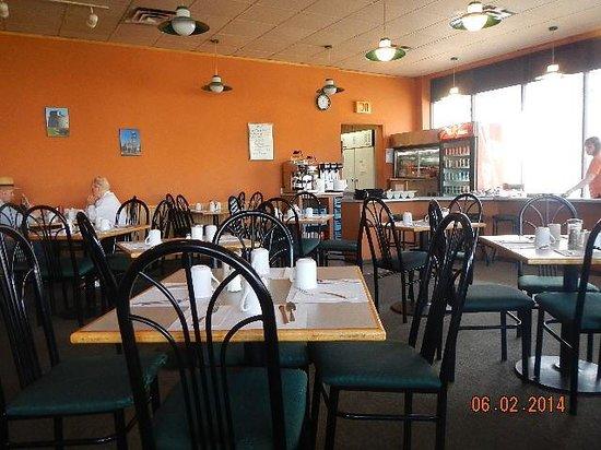 AJ's Restaurant & Lounge : interior