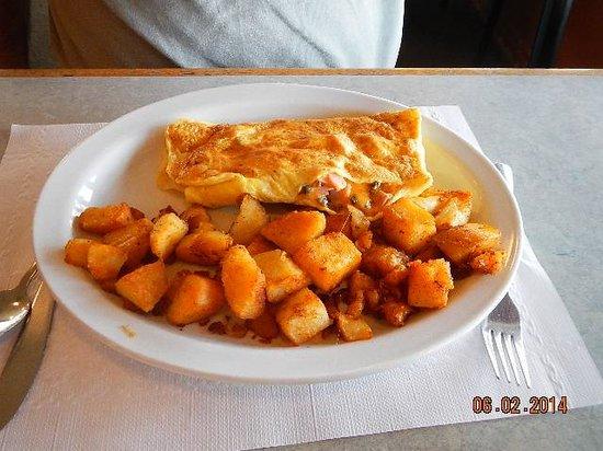 AJ's Restaurant & Lounge : omelet potatoes