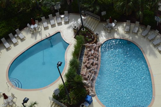 Kingston Plantation Condos by Hilton: Pool at the Margate condo building