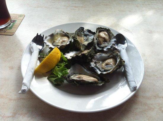 Tea Gardens Hotel Motel: Fresh oysters