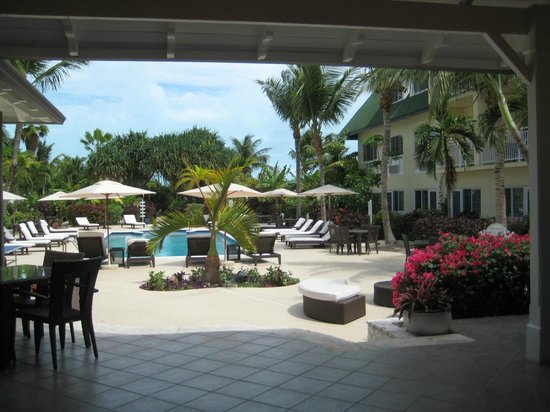 Ports of Call Resort: Overlooking pool