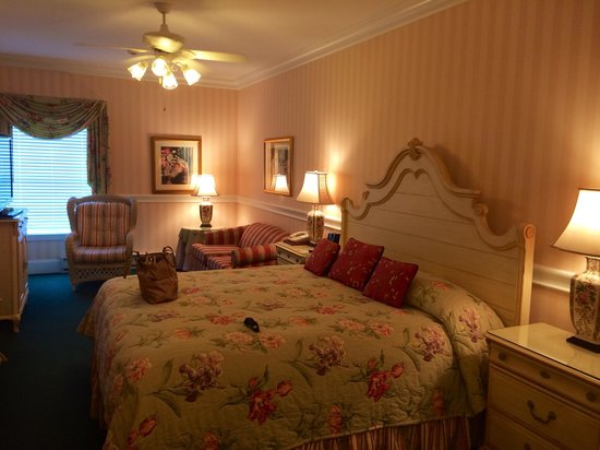Main Street Inn and Suites: Room 304