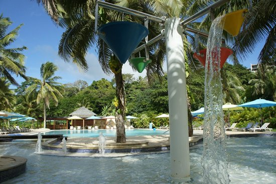 Holiday Inn Resort Vanuatu: Kids pool & main pool