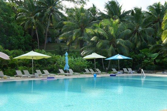 Holiday Inn Resort Vanuatu: Pool & gardens