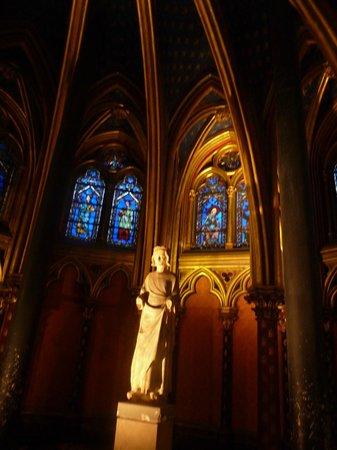 Sainte-Chapelle : Первый этаж часовни