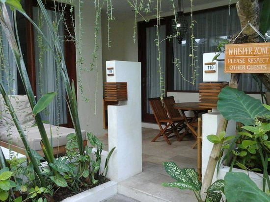 Arana Suite Hotel : The ground floor room corridor