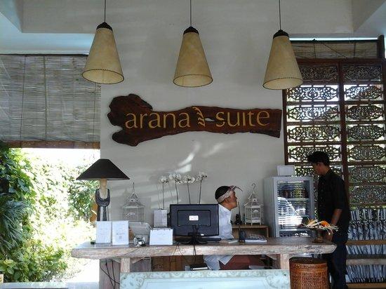 Arana Suite Hotel : Reception Counter