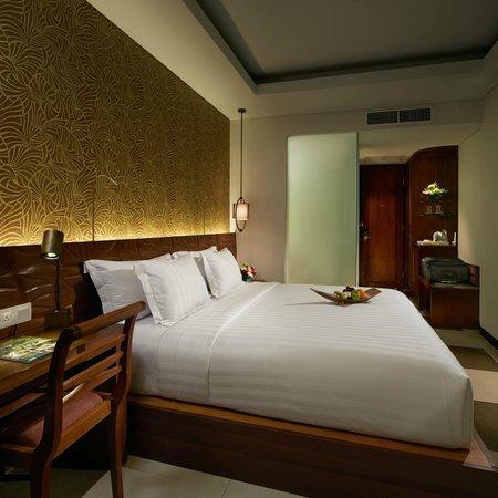 Sun Island Hotel & Spa Legian: Superior Room