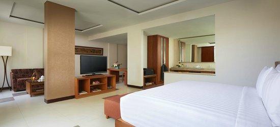Sun Island Hotel & Spa Legian: Suite