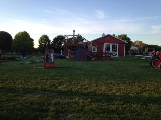 Wickham Farms: Miniature golf and other attractions
