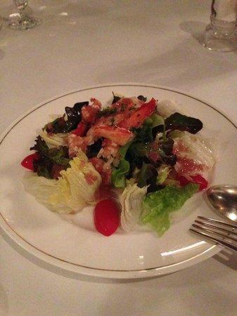 カナディアン・ロブスターサラダ。ドレッシングがとても美味しいです。摩り下ろしたたまねぎ、お酢のバランスがとてもよいです。レタスもシャキシャキしていて美味しいです。