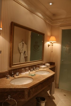 The Westin Palace Madrid: Bathroom