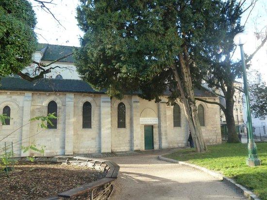 Eglise Saint Julien Le Pauvre: Церковь снаружи